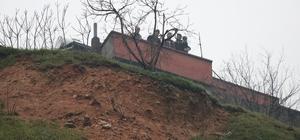 Göçük riski taşıyan 3 ev güvenlik nedeniyle boşaltıldı Kahramanmaraş'ta olası heyelana karşı güvenlik önlemleri artırıldı