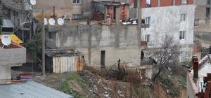 Dere kenarındaki ev göçük riski nedeniyle boşaltıldı