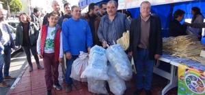 5 pet şişe getirene 1 bez torba kampanyası Silifke Belediyesi tarafından 'Silifke'yi Seviyoruz Geri Dönüşümü Destekliyoruz' projesi kapsamında 5 pet şişe getirene 1 bez torba kampanyası düzenlendi