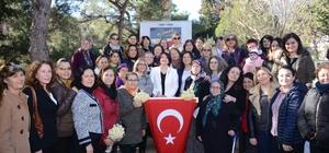 """Karaburun'un CHP'li kadın adayı Erdoğan: """"Karaburun bizimle gelişecek"""" CHP Karaburun Belediye Başkan Adayı İlkay Girgin Erdoğan: """"Dünya çapında projeleri Karaburun'a kazandıracağım"""""""