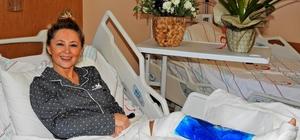 """Şarkıcı Pınar Aylin hastaneden taburcu oldu: """"Kafa üstü taşın üzerine uçtum"""" Köpeğinin azizliğini uğrayan Pınar Aylin, kaval kemiği kırıldı"""
