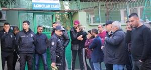 Sağlık personeli cami tuvaletinde altın vuruş yaptı Adana'da 3 gündür kayıp olarak aranan sağlık çalışanı babası tarafından cami tuvaletinde altın vuruş yapmış halde ölü bulundu