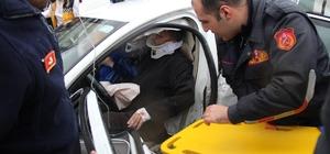 İki otomobil çarpıştı:  1'i bebek 5 yaralı