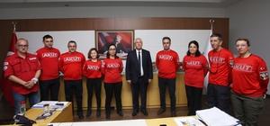 AKUT İzmir ekibi, Karabağlar'daki okullarda depremle ilgili sunum yapacak AKUT İzmir ekibinden Başkan Selvitopu'na ziyaret