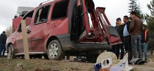 Araçları baba ve oğluna mezar oldu Hafif ticari araç tır ile çarpıştı, araçlarında sıkışan baba ve oğlu kurtarılamadı