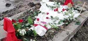 Giyemediği gelinliği mezarının üzerine örtüldü Adana'da burnundaki eti aldırmak için ameliyat olduktan 6 gün sonra hayatını kaybeden Acil Tıp Teknisyenliği Bölümü öğrencisi Leyla Sönmez'in ameliyattan önce hazır olan gelinliği mezarının üzerine örtüldü