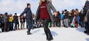Kar üstünde Çerkez dansı