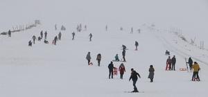 Karacadağ'da öğrencilerin kayak keyfi