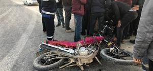 Çarptığı motosikletteki yaralıları bırakıp kaçtı Şanlıurfa'da otomobilin motosiklete çarpması sonucu 2 kişi ağır yaralandı