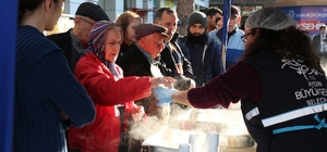 Büyükşehirden Salı Pazarı'nda çorba ikramı