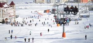Çinliler, Sarıkamış Cıbıltepe Kayak Merkezi'ne akın etti