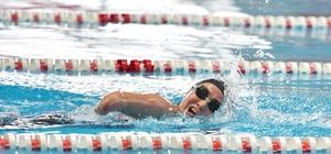 """Mersinli yüzücü Miray Türkiye Şampiyonası'ndan derecelerle döndü Bedensel Engelli S-9 kategorisi yüzme yarışlarında birçok şampiyonluğu bulunan Mersinli genç yüzücü Miray Ulaş, Aksaray'da yapılan Türkiye Bedensel Engelliler Yüzme Şampiyonası'nda 3 birincilik, 2 ikincilik elde ederek büyük bir başarıya imza attı Miray Ulaş: """"Yüzerken kendimi çok mutlu hissediyorum"""" """"Hedefimiz Avrupa ve dünya şampiyonalarında ilk 3'e girmek"""""""