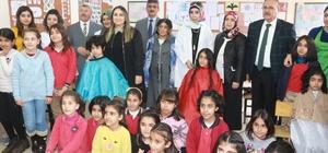 Köy okulundaki öğrencilerin saç bakımı yapıldı Kız öğrencilerin mutluluğu yüzlerine yansıdı