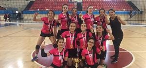 Voleybol Yıldız Kızlarda şampiyon Sema Yazar