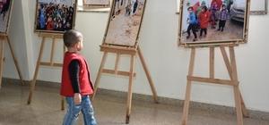 Küçük çocuk, Azez'deki yaşıtlarını görünce bakakaldı Azez'deki dram fotoğrafları bu kez hastanede sergilendi