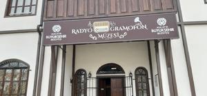 (Özel Haber) Türkiye'de daha büyüğü yok Bu müzeyi ziyaret edenler hem tarih yolculuğuna çıkıyor hem de müzik dinliyor 1800'lü yıllara ait gramofonların yer aldığı müze yoğun ilgi görüyor