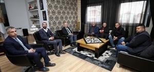 """Alevi Kültür Dernekleri Genel Başkanı Doğan Demir Başkan Çoban'ı ziyaret etti Afyonkarahisar Belediye Başkanı Burhanettin Çoban: """"Dil, din, ırk, mezhep farkı gözetmeden herkese hizmet verdik"""""""