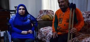 Engelli çift evlenebilmek için yardım bekliyor Adana'da yüzde 80 engelli Reşit Türkmenoğlu ile Ayşegül Leblebicioğlu çifti maddi imkansızlıklar yüzünden evlenemiyor Ayşegül Leblebicioğlu, en büyük hayalinin beyaz gelinlik giymek olduğunu belirterek hayırseverlerden yardım istedi