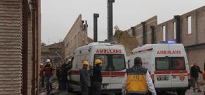 """Müze inşaatında duvar çöktü işçiler basın mensuplarına saldırdı Adana'da müze inşaatında duvar çökmesi sonucu 2'si ağır 7 kişi yaralandı İşçiler """"müze müdürünün talimatı"""" diyerek basın mensuplarına saldırıp çekim yapmasını engelledi"""