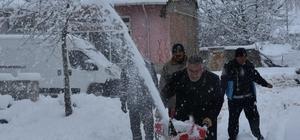 Başkan Bozkurt kar savurma makinesi başında İnönü yeniden beyaza büründü