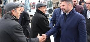 Sivrihisar Belediye Başkanı Hamid Yüzügüllü halk pazarında