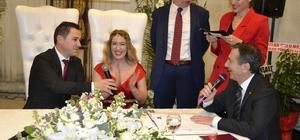 14 Şubat'ta 14 mutluluk Sevgililer Günü'nde 14 çift aynı etkinlikte 'evet' dedi Gelinler arasındaki Ukraynalı Christina'ın nikâhı ayrı bir ilgi gördü