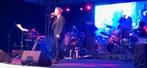 Kuşadası'nda Sevgililer Günü'ne özel aşk şarkıları konseri