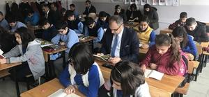 Kaymakam Üçer, öğrencilerle birlikte kitap okudu