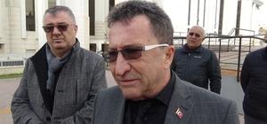 """O başkan da CHP'den istifa etti CHP'li Edremit Belediye Başkanı Kamil Saka partisinden istifa etti Kamil Saka: """"Adeta kullanıp atılmış bir mendil parçası gibi telefonlarıma bile cevap vermediler"""""""
