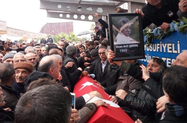 Ozan Arif Samsun'da son yolculuğuna uğurlanıyor Cenazenin camiye getirilmesi sırasında izdiham oluştu