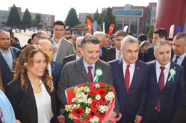 """Bakan Pakdemirli, Aydın'da 1.5 milyarlira değerinde hibe paketi açıkladı Tarım ve Orman Bakanı Bekir Pakdemirli: """"7 yılda 14 bin 500 projeye 4 milyar lira hibe sağladık, 60 bin yeni istihdam oluşturduk"""" """"Mart sonuna kadar tüm desteklemeler üreticinin hesabına yatacak"""""""