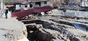 Heyelan bölgesinde endişeli bekleyiş sürüyor Heyelan bölgesinde 27 ev tahliye edildi Bornova'daki heyelan felaketinin ardından bölge havadan görüntülendi