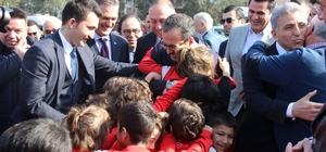"""Bakan Kasapoğlu: """"İzmir için çok güzel projelerimiz var"""" Kasapoğlu ve Zeybekci organik torba dikti"""