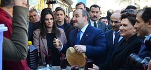 Bakan Varank'a şalgam suyu ikram edildi Sanayi ve Teknoloji Bakanı Mustafa Varank Adana'da esnafı ziyaret etti