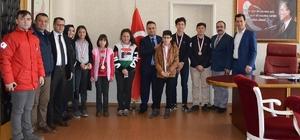 Mangala ödülleri Kaymakam Halim'den Simav Kaymakamı Türker Çağatay Halim mangala yarışmasında dereceye giren öğrencileri ödüllendirdi