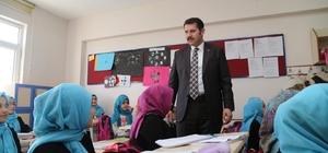 Vali Ayhan, öğrencilerle bir araya geldi
