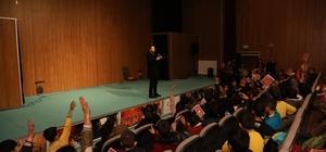 Yazar Gülbent, öğrencilerle bir araya geldi