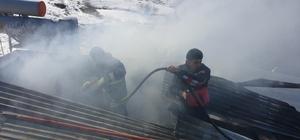 Tuşba'da çatı yangını
