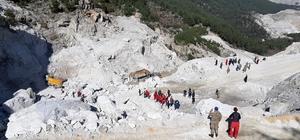 Üç kişinin öldüğü maden ocağındaki iş kazasına üç tutuklama Milas'ta maden ocağındaki iş kazası sonrası gözaltına alınan üç kişi tutuklandı