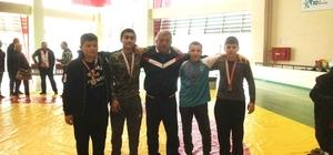 Burhaniyeli Güreşçiler Balıkesir'de kürsüye çıktı
