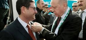 Saylak'ın Rozetini Cumhurbaşkanı Erdoğan taktı AK Parti Milas Belediye başkan adayı Barış Saylak'ın rozetini Cumhurbaşkanı Recep Tayyip Erdoğan taktı.