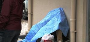 Bimekan şahıs, klima dış ünitesi üzerinde oturur vaziyette ölü olarak bulundu