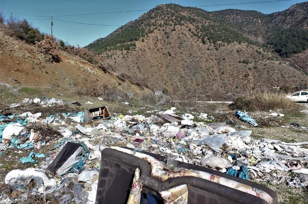 Ormanlar yanarak değil çöplüğe dönüşerek tükeniyor Ormanın göbeğindeki çöpler doğayı katletti İç Anadolu'nun akciğerleri çöplerle boğuşuyor