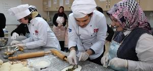 Öğrenciler KO-MEK mutfağında mancarlı pide yaptı