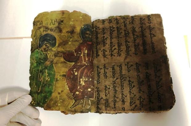 Diyarbakır'da İbranice yazılı 800 yıllık dini motifli kitap ele geçirildiTarihi eser niteliğindeki kitabı satmak isteyen 4 kişi gözaltına alındı