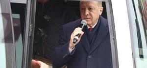 """Cumhurbaşkanı Recep Tayyip Erdoğan Güneysu'daki evinden çıkışında vatandaşlara seslendi """"Güneysu'daki oyumuzu artıracağız"""""""