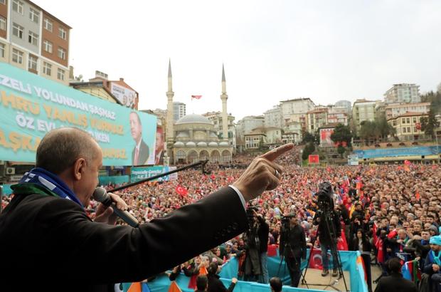 """Cumhurbaşkanı Erdoğan'dan Rize'den Türkiye'ye 2 müjdeli haber Cumhurbaşkanı Recep Tayyip Erdoğan: """"Elektrik sulama tarifesini tüm tarımsal faaliyetleri içine alacak şekilde genişletiyoruz; Artık tarımsal sulama abonesi olarak yüzde 12 indirimli elektrik kullanabilecek"""" """"Yeni petrol ve doğalgaz sondaj gemimiz Yavuz da Akdeniz'de petrol sondaj çalışmalarına başlayacak"""" """"Türkiye olarak Doğu Akdeniz'deki ve Karadeniz'deki doğalgaz ve petrol hatlarımızı en iyi şekilde değerlendirmekte kararlıyız """"Birileri gözlerini dikmiş, 31 Mart gecesini bekliyor"""""""