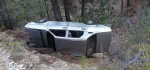Şarampole devrilen araçta 2 kişi yaralandı
