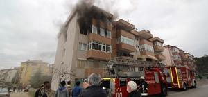5 katlı binada çıkan yangın daireyi kullanılamaz hale getirdi