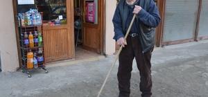 Mahalle bakkalının 90'lık delikanlısı 90 yaşında olmasına rağmen gençlere taş çıkartıyor, boş zamanlarında da file, saçma ve hamak örerek bütçesine katkı sağlıyor
